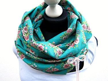Vrolijke sjaal met strik