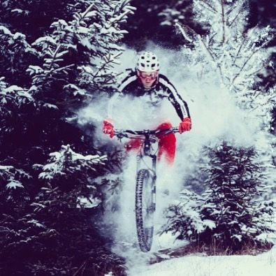 El invierno no nos detiene    Foto por: @wolisphoto  #ciclismo #cyclingexperience #cycling #lifestyle #roadbike #bici #btt #roadbike #biker #bikelife #niner #bicicleta #bike #MTB #winter #enduro #tatry  #winterriding #kross