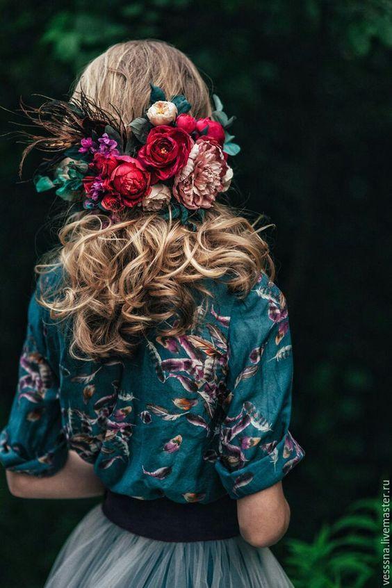 Jupe tulle, top imprimé fleurs et couronne de fleurs. Magnifique
