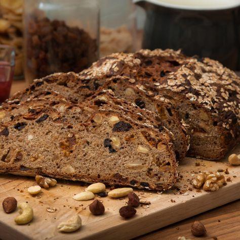 Seit einiger Zeit backe ich mein gesamtes Brot selber. Dies ist zwar zuweilen recht zeitintensiv, aber das Ergebnis lohnt sich. Hier findet Ihr eins meiner Lieblingsrezepte für Müslibrot