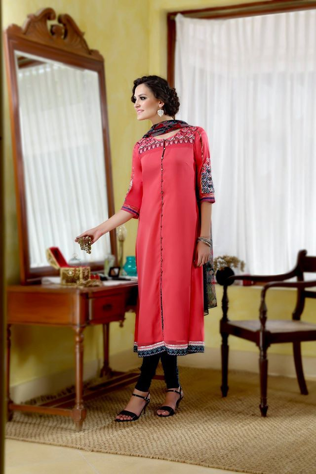 Make your #FestiveSeason perfect with this impeccably #classy kurta! Will you try this?