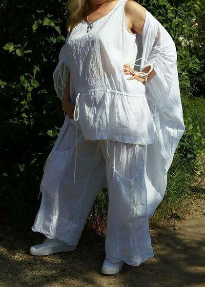 Купить или заказать Летний брючный комплект Летние брюки и туника. Белые брюки и туника. в интернет-магазине на Ярмарке Мастеров. Этот прекрасный костюмчик на меня явно великоват. Но в живую всё же лучше чем на вешалке. Летний брючный комплект сшит из нежного батиста. Ткань такая лёгкая, что не ощушается на теле. Белые летние брюки на резинке. Карманы занижены. Широкие по всей длине. Широкие манжеты актуальны в этом летнем сезоне. В линии бёдер140+ см, Туника свободная, расклешонная.