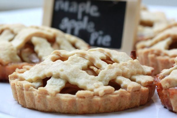 mini apple pies, thanksgiving desert, treat, baby pies, seasonal desert #camillestyles