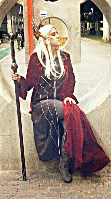 Thranduil with red cloak