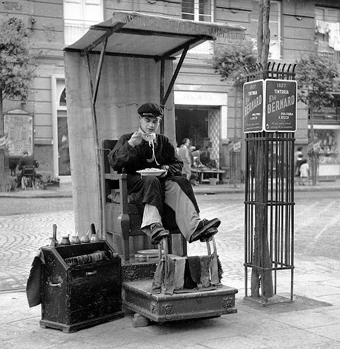 A shoeshine lunch break, Naples, Italy, ca 1950