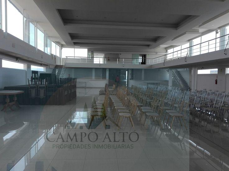 ALQUILER DE EXCLUSIVO LOCAL EN CERCADO, LA CUIDAD BLANCA DE AREQUIPA.  Se alquila local en Cercado, Arequipa con un área de 900 M2 y otro de 1300 M2, ubicado en el centro de Arequipa. Ideal para institutos, academias y otros, La distribución es la siguiente: 18 ambientes para aulas y/o oficinas administrativas, batería de 20 baños para hombres y mujeres. Salón para congresos, ceremonias y otros con ambientes de baños tanto para hombres como para mujeres. Precio  S/ 25,000 negociable.