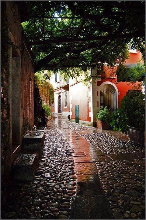 Wanderlust / streets / corridors / paths / - Valbania, Italy