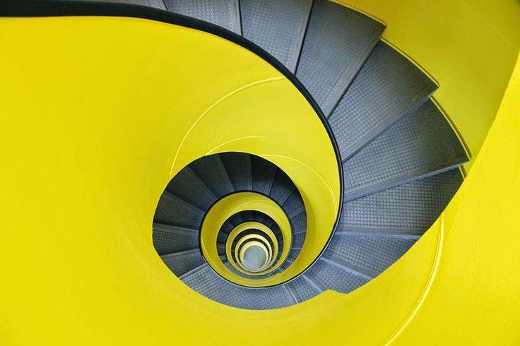 escalier-jaune-gris, Genève, Suisse