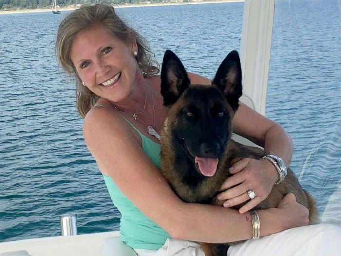 Rylee, de apenas dez meses, se perdeu dos seus donos em pleno lago Michigan. Era para ser mais um domingo divertido para Edward e Kristin Casas e o cão Rylle, da raça belga malinois, de apenas 10 m…