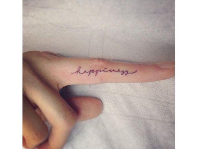 Tatuaż na palcu - wzory małego tatuażu, które pokochacie!