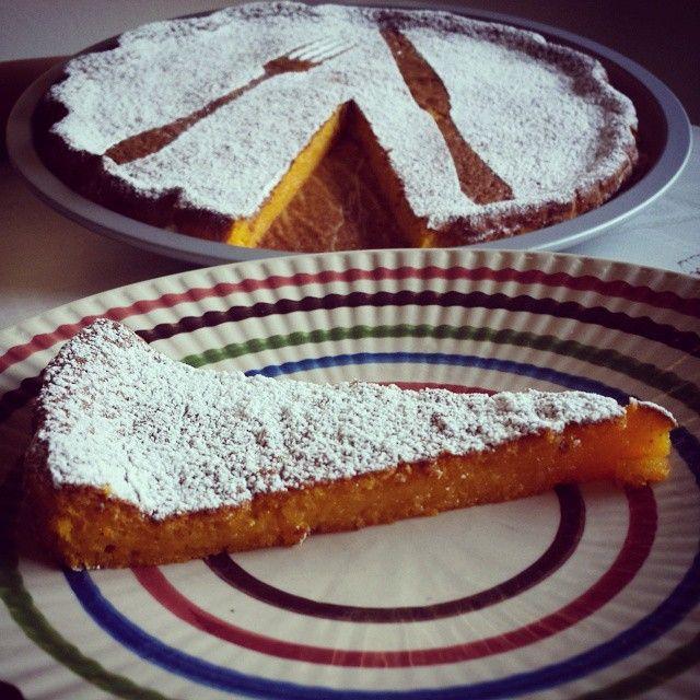 La tenerina è un dolce tipico della città di Ferrara e questa con la zucca è una variante davvero squisita e golosa. Ingredienti: 200 g di zucca cotta al f