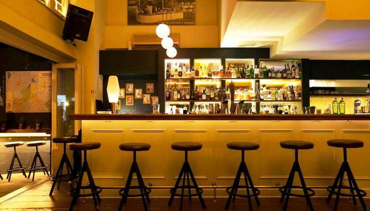 Το δημοφιλές μπαρ της Πλατείας Αυδή παραμένει υπαινικτικά εξωτικό, ουσιαστικά δημιουργικό και πάντα το ίδιο φιλόξενο.