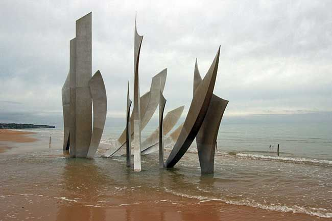 Les Braves statues, Omaha Beach, Normandy, France   I cannot wait to see this! A