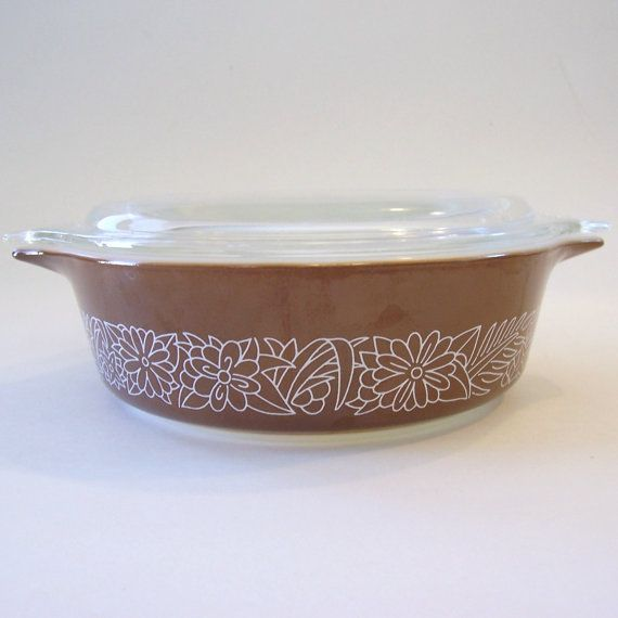 pyrex brown and cream woodland casserole dish with lid