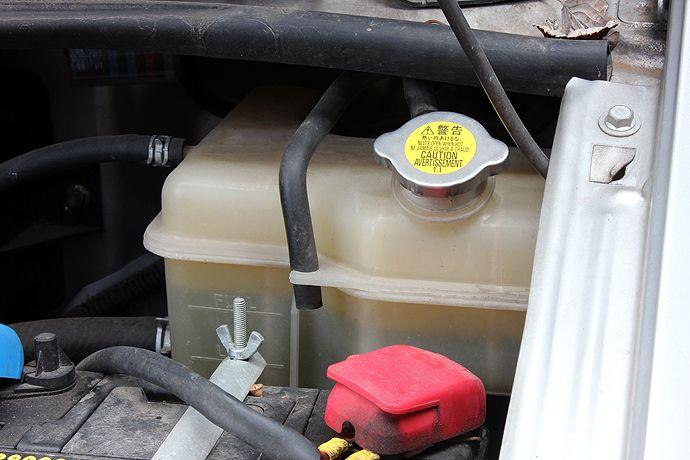 Mazda Bongo oil filler cap