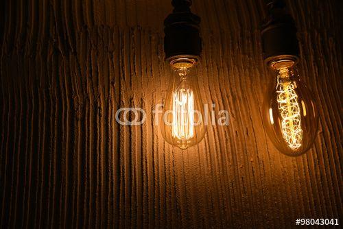 """Vintage Edison Type Bulbs on Concrete Background tarafından oluşturulmuş """"milotus"""" Telifsiz fotoğrafını en uygun fiyatta Fotolia.com 'dan indirin. Pazarlama projelerinize mükemmel stok fotoğrafı bulmak için, en ucuz online görsel bankasına göz atın!"""