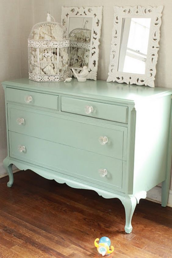 Lovely shabby chic dresser for shabby chic bedroom decor @istandarddesign