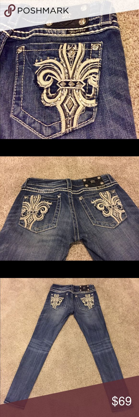 Miss Me Embellished Fleur De Lis Skinny Jeans 26 Miss Me Authentic Jeans Style # JP518255 Skinny MRSP $119.50 Cut : Skinny Wash : Blue MED  Material : 98% Cotton 2% Elastane Waist: approximately 27 Inches Rise: 6.5 Inches Inseam : 31.5 Inches  Design : Fleur De Lis Crystal Jewels & Stones Condition : Excellent Used Condition!!! PERFECT Stitching!! Not one stitch or Rhinestone out of place, BEAUTIFUL! Only worn a few times.. No holes, rips or stains.. CLEAN! We Ship Quick, Within 24 hours…