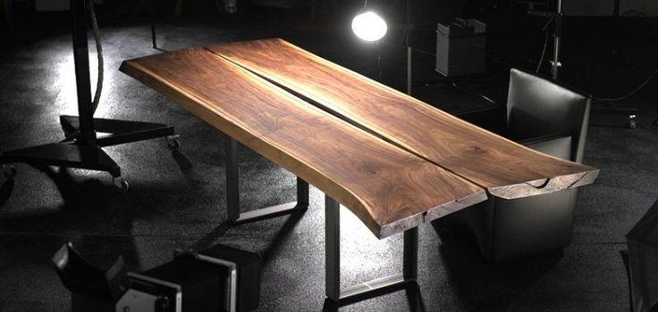 table en bois massif: plateau en noyer américain et pieds en métal