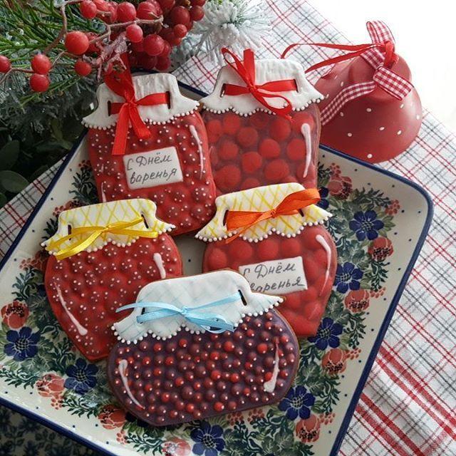 Вишнёвое, малиновое, черничное? А какое Вы предпочитаете? #имбирныепряники #пряникиназаказмосква #пряникивподарок #подарокнаденьрождения #расписныепряники #пряникинаденьрождения #decoratedcookies #gingerbreadcookies #royalicing #bernttatiana #birthdaycookies