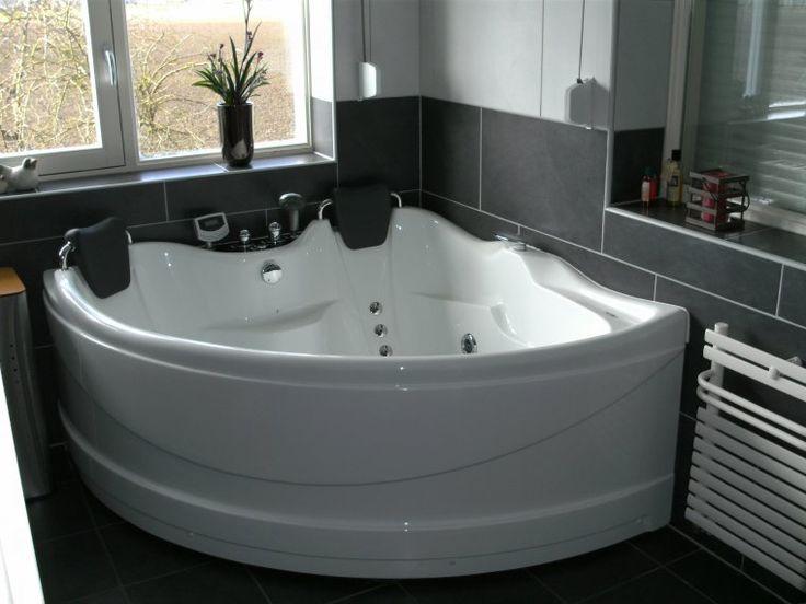 Badkamer met hoekbad oud beijerland.JPG (760×570)