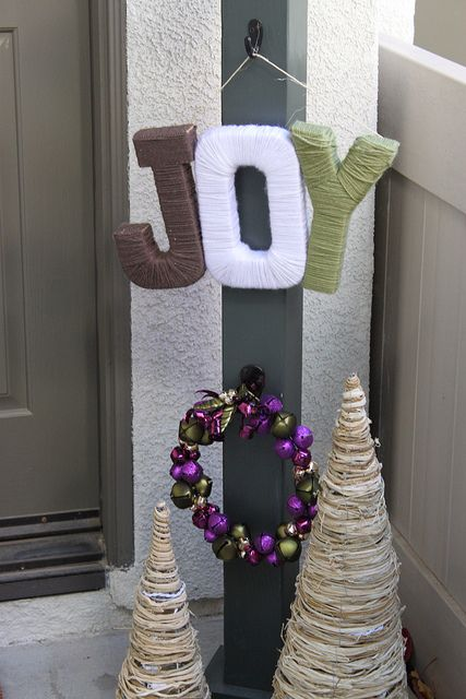 5 Ideas To Make Cool Holiday Signs | Shelterness