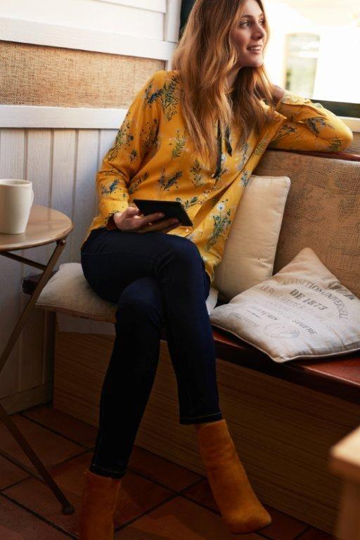Kampania TOP SECRET wiosna 2017 spring 2017 ss17 yellow shirt casual look denim trend yellow shoes kawiarnia