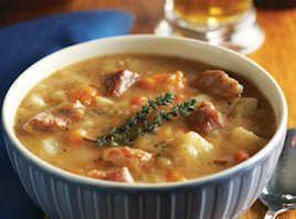 Vintergryde Mindre lødigt svinekød er perfekt til at lave en fyldig og varmende gryderet (stew). Her er en version med en masse spændende rodfrugter.