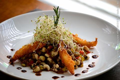 CAFÉ PORTENO (almoço)  Ensalada Criolla   Salada de feijão verde com mix de vegetais, broto de alfafa e pescado crocante