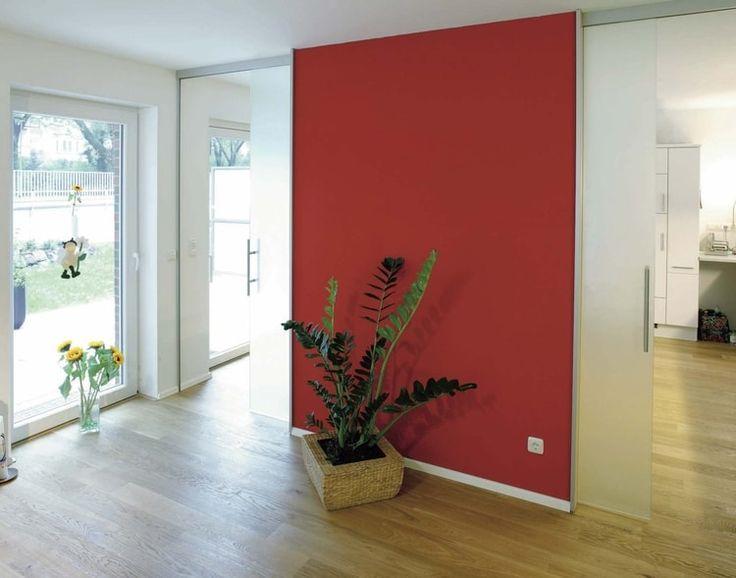Comment créer une décoration couleur fuchsia journal des femmes voir plus un salon structuré par un mur rouge
