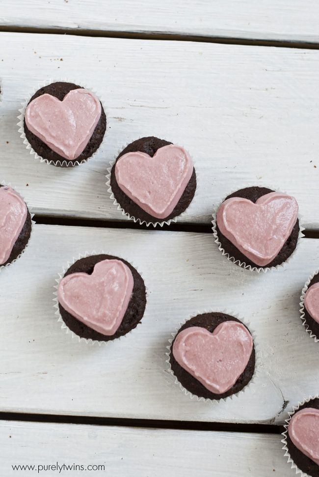 VALENTINES: grainfree chocolate cupcakes with cashew banana beet frosting | purelytwins