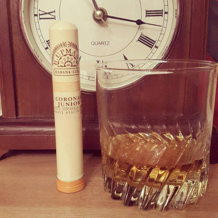 #whiskey #cigar #habana #cuba #junior #clock #nighttime #lovely #bushmills #irish #drink #lfl #lff #fff #ffl #likeforfollow #likeforlike #followforfollow #followforlike by flipping_phil