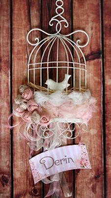 Miss Ferforje Kuşlu Kafes Kumaş Çiçek ve Tül Süslemeli İsimli Kapı Süsü