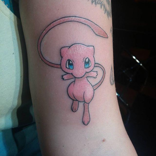 les 56 meilleures images du tableau tatouage pok mon sur pinterest tatouage pokemon tatouages. Black Bedroom Furniture Sets. Home Design Ideas
