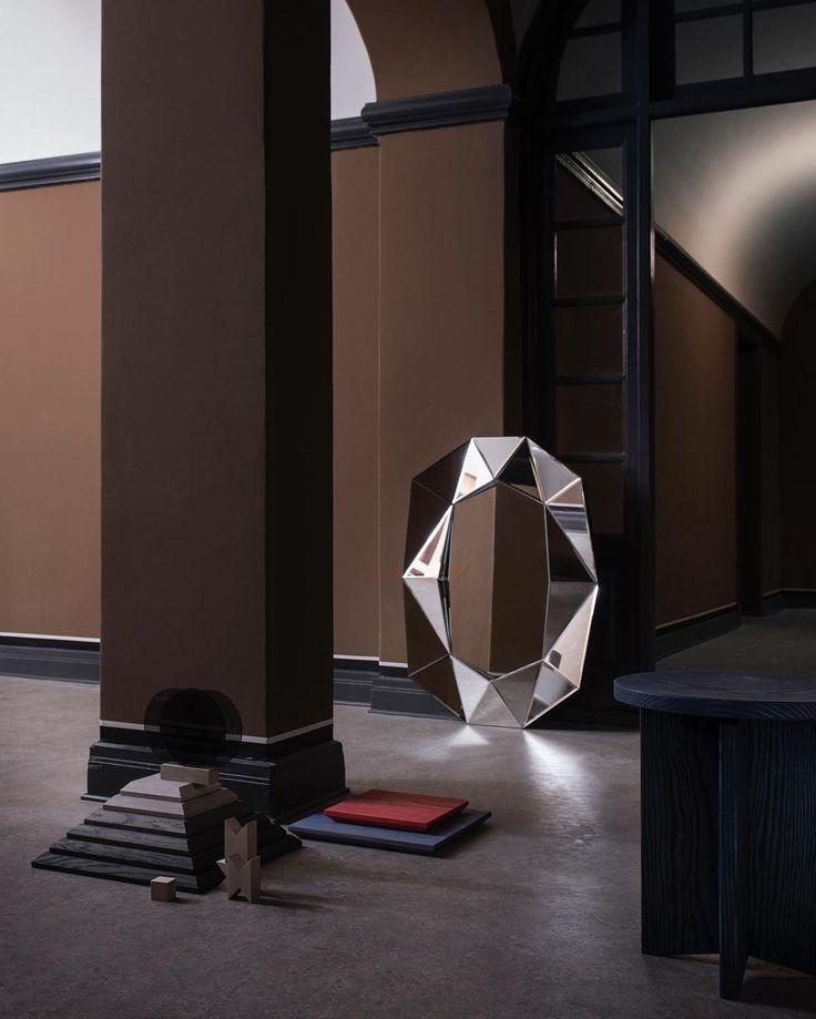 Stunning styling by Sofie Brünner // Diamond mirror large silver, by Reflections Copenhagen.