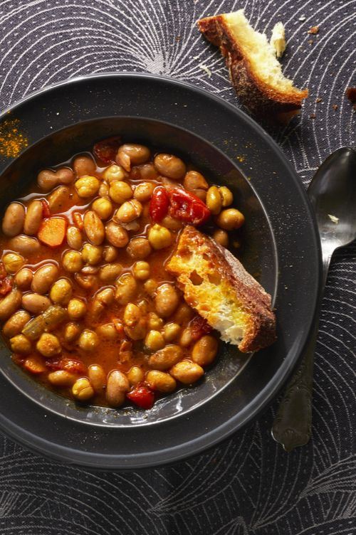 Recipes by Luigi F. di Biagio BEAN AND CHICKPEA SOUP (Serves four) 250 g (8.8oz) dried chickpeas 50 g (1.8oz) dried beans3 canned whole tomatoes1 small onion1 carrot1 tsp powdered turmeric 1 whole chili