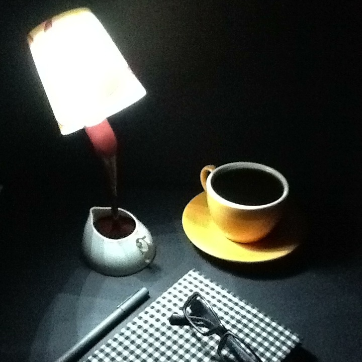 Coffee Table Lamp http://www.excelcy.com/2012/12/coffee-table-lamp.html