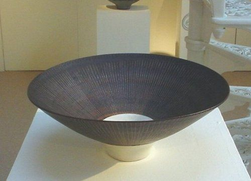 neato sgraffito by lucie rie, circa 1970.