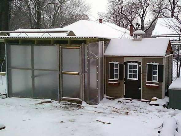 A coop in Winter doesn't have to be uncomfortable.