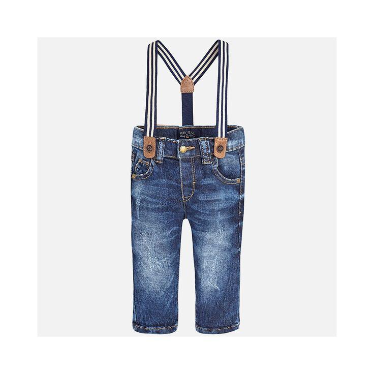 Donkerblauwe jeans van het Spaanse merk Mayoral. De jeans hebben elastieke bretels met streepje en imitatie leder.