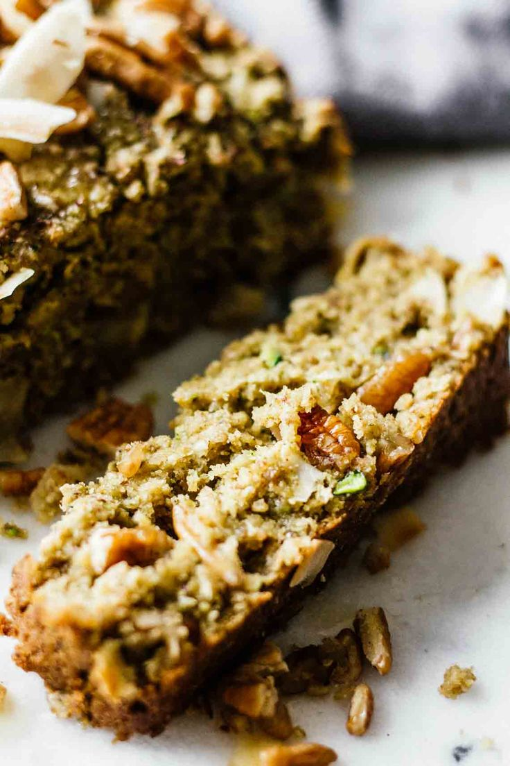 The BEST Vegan Zucchini Bread! SO easy to make, gluten free, refined sugar free, vegetarian, and delicious. Recipe is on Jar Of Lemons!