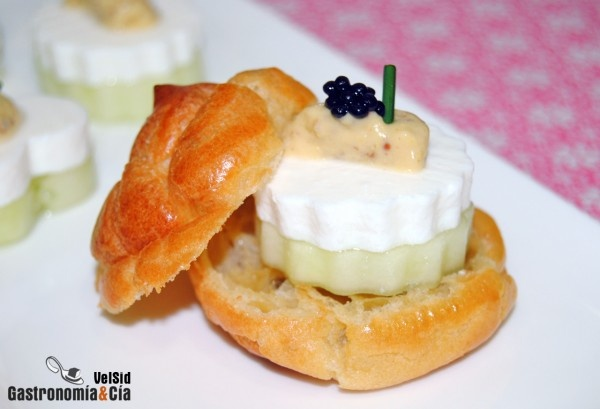 Canapé de pepino, queso fresco y mostaza