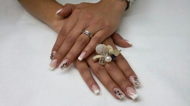 Ricostruzione unghie, anello realizzato sempre da Elena Pelepyuk