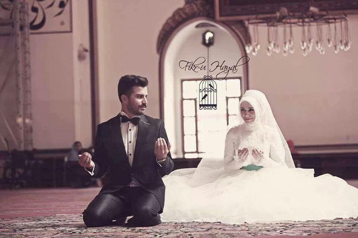 Muslim couple praying together on wedding day <3