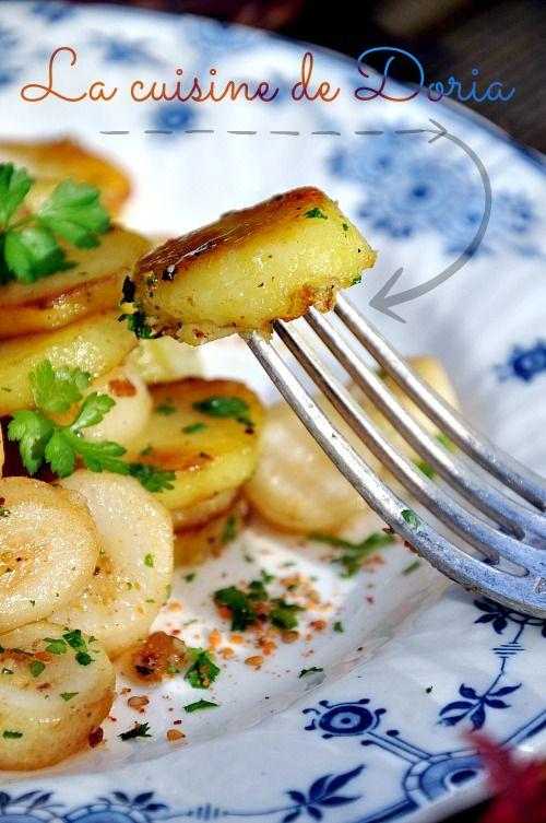 J'ai découvert les pommes de terre Salardaise à Sarlat, lieu de la gastronomie du Périgord. C'est un plat traditionnel d'accompagnement, simple et authentique. Pour cela, il faut avoir de bons produits de son terroir. Les pommes de terre sont cuites lentement...