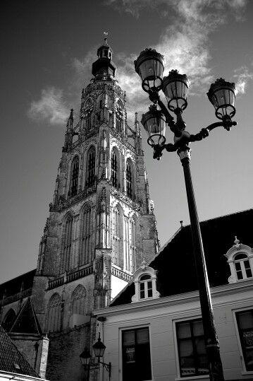 Geboren en getogen in Utrecht, maar sinds 15 jaar woonachtig in bourgondisch Breda. Of ik er ooit wegga...?
