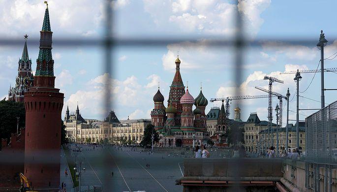 Белый дом продолжает готовить для конгресса «кремлевский доклад» — список из высокопоставленных российских чиновников и бизнесменов, приближенных к высшему руководству. Об этом пишет «Коммерсантъ» со ссылкой на источники в Вашингтоне.