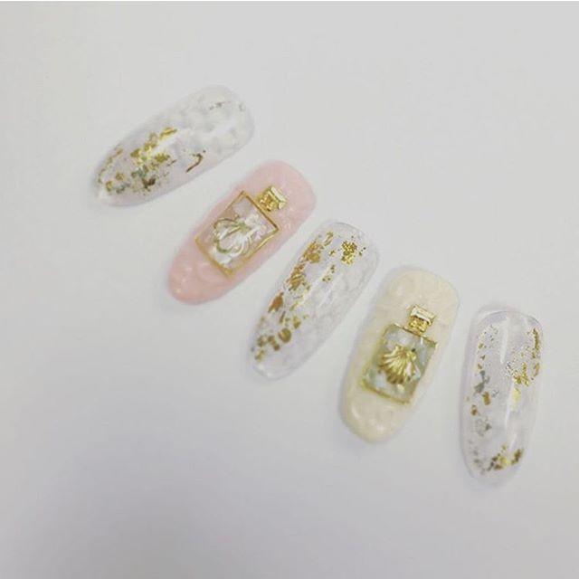 #nail #nails #nailstagram #nailart #gelnail #gelnails #gelnail #ネイル #ネイルアート #ジェルネイル #セルフネイル #手書きアート #swarovski #pearl #studs #クリアネイル #シンプルネイル #coron #エアブラシ #金箔 #ss