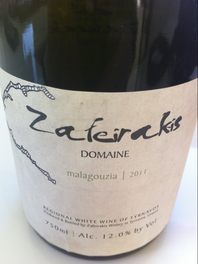 Pin this and I will select a random person to whom I will ship a bottle to from my personal cellar, worldwide (with this label, which is only available in the US market). Domaine Zafeirakis from Tyrnavos, a young wine maker who is receiving a lot of praise. Grape variety is the indigenous Malagousia, which was rescued in the 1970ies and has since been planted in many Greek wine regions. It has become one of the most important indigenous grape varieties of Greece. Citrus fruit, lime and green…