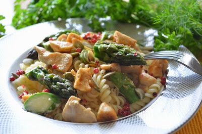 Aga w kuchni: Makaron w sosie śmietanowym ze szparagami, kurczak...